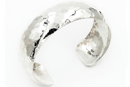 Convex hammered bangle