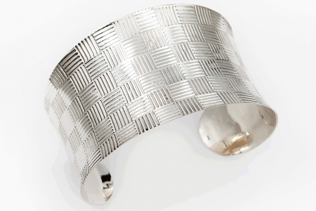 Basket engraved bangle