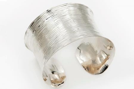 Striped concave bangle