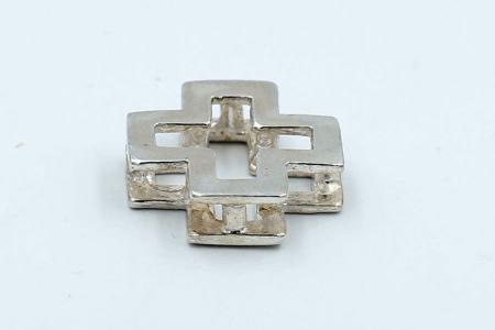 Squared cross plain pendant