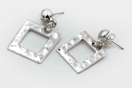 Squared hammered earrings