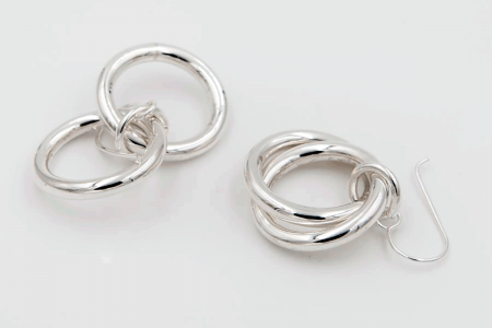 Two intertwined hoops earrings
