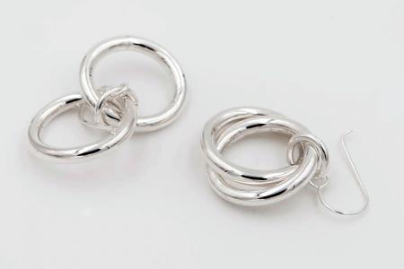 Two intertwined hoops earrings