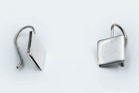 Squared plain hooked earrings