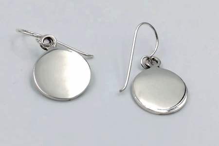 Plain circle hooked earrings