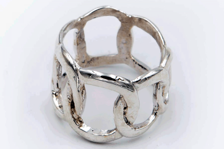 Plain intertwined ring (links)