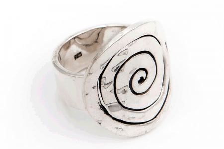 Distressed ovoid swirl ring