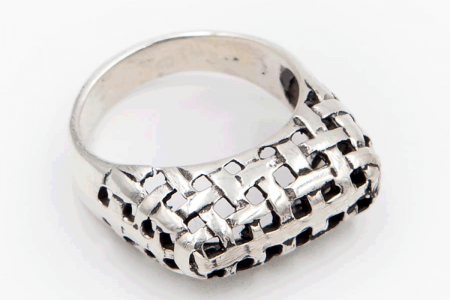 Basket-intertwined ring